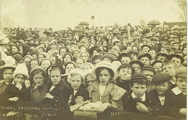 Children in Platt Fields 1913