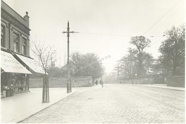 Kings Parade, looking north, Mabfield Rd to the left..
