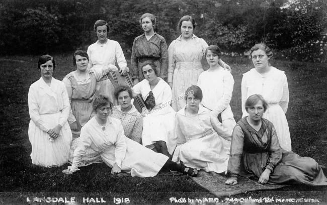 Students at Langdale Hall in 1918